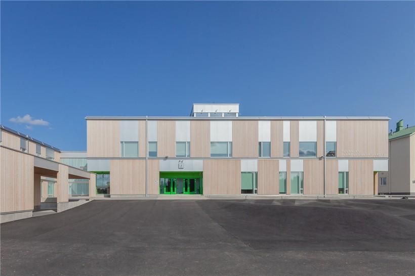 day_-_elementary_school_facade.jpg