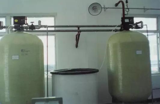 全自动软化水设备布水器及中心管的安装