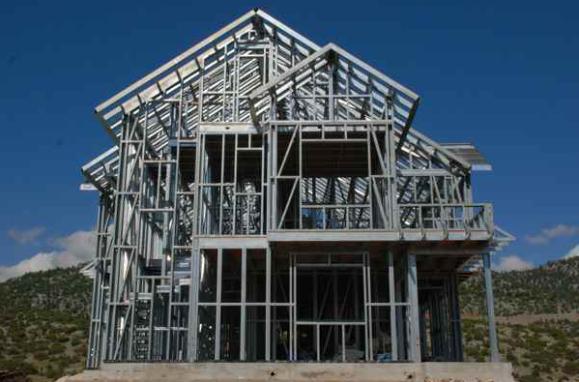 轻钢别墅做组装完龙骨架