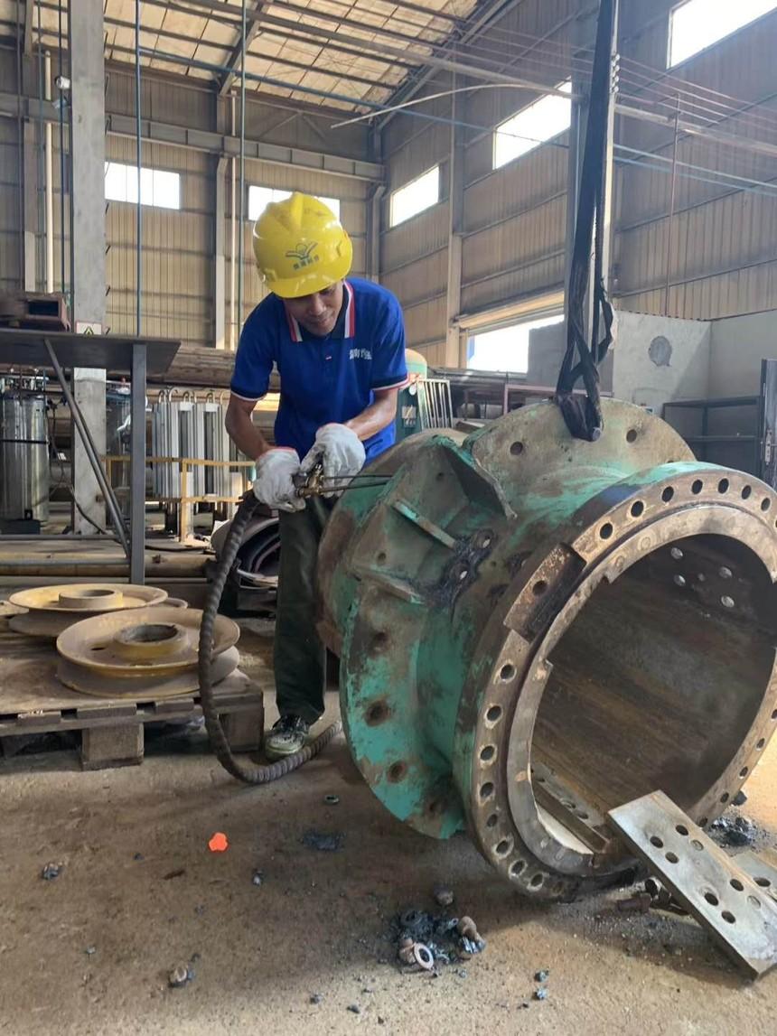 旋挖钻机学校学习多少钱,旋挖钻机发动机的启动方法