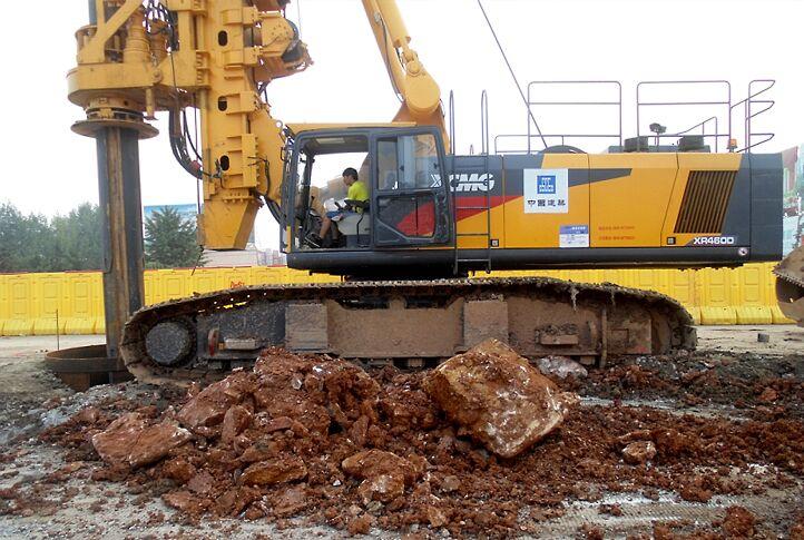 南方基础旋挖钻机学校,旋挖钻机施工中漏浆的原因分析