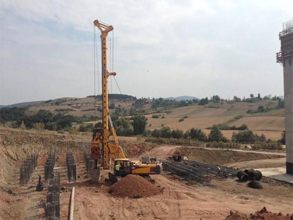 旋挖钻机学校出来工地上要嘛,机锁杆旋挖钻机钻杆的正确使用和保养