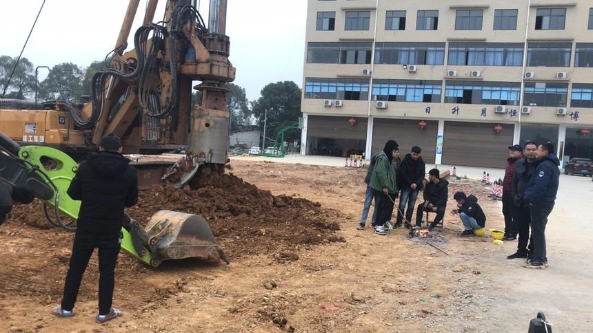 广东大型旋挖钻机培训学校,旋挖钻机在斜坡或水中工作要领