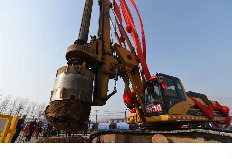 旋挖钻机教学教育,旋挖钻机钻孔时孔位倾斜怎么办