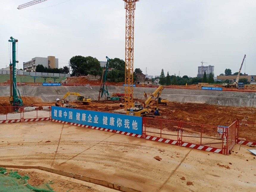 徐工集团旋挖机培训机构在哪里,旋挖钻机一天能钻多少桩