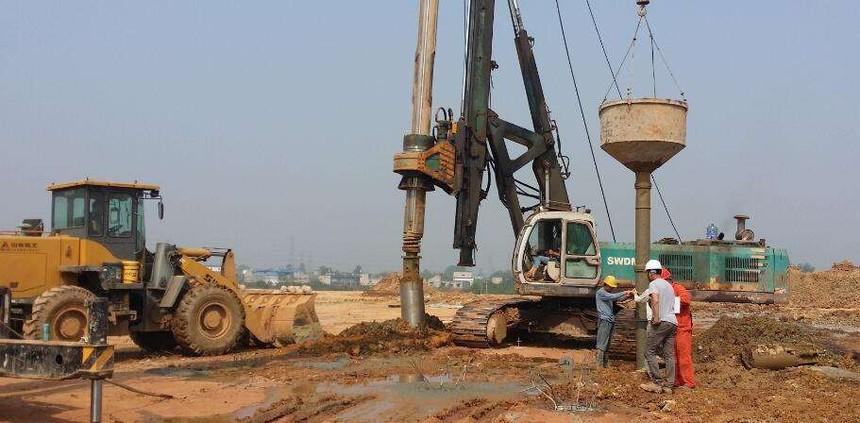 阳谷祝家庄旋挖培训基地,旋挖机不换机油会有什么后果呢