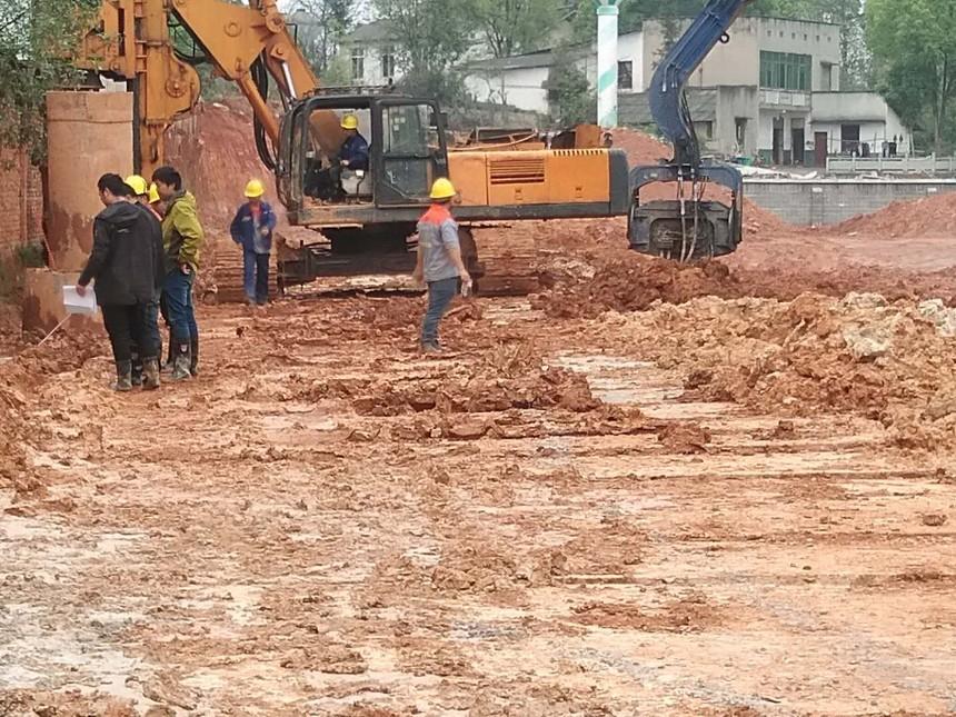 旋挖机孔桩施工班前教育,哪种小型旋挖钻机好用