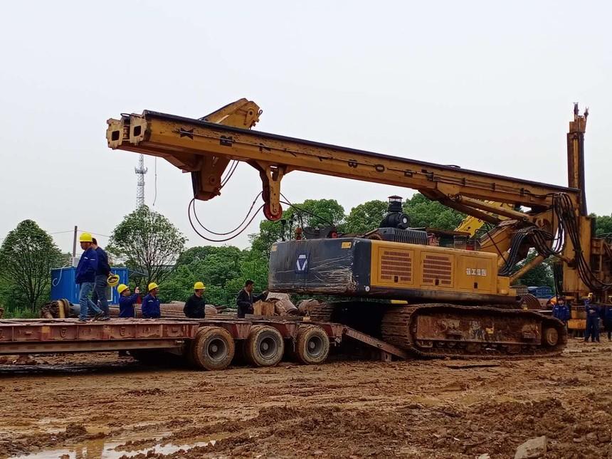 湖南旋挖机学校,小型旋挖钻机的经济效率如何