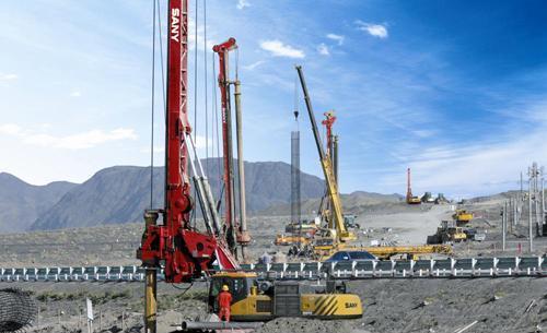 学习操作旋挖机,什么情况下要更换小型旋挖钻机的液压油软管