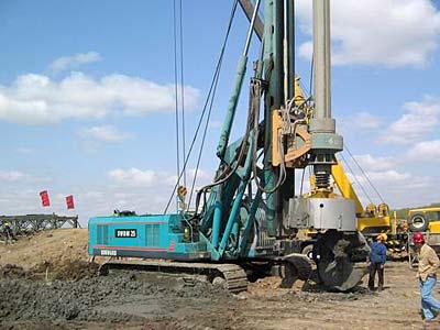 旋挖钻机学校基地马达效率高出两倍