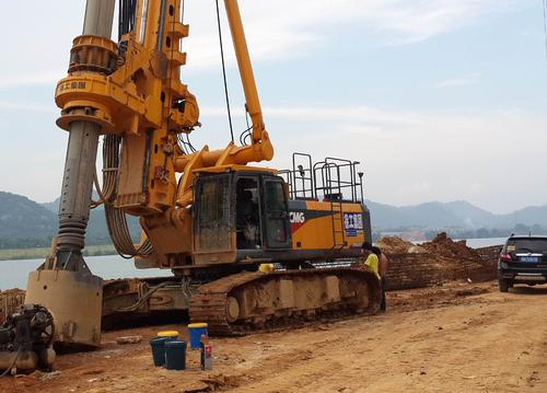 国内正规规模的旋挖钻机培训基地如何正确使用螺旋钻机创造高效益
