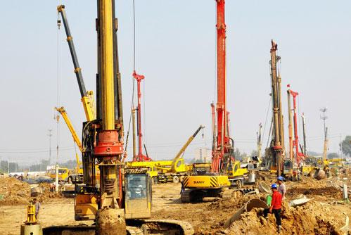 湖南旋挖钻机最专业培训基地液压打桩机的回转支承装置性能分析