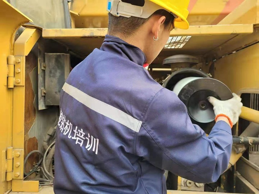 安徽有培训旋挖钻机机构吗机锁杆旋挖桩机振动测试