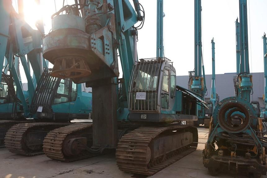 旋挖钻机学习技术泰信机械KR90C高端卡特底盘小型旋挖钻机援建非洲刚果金