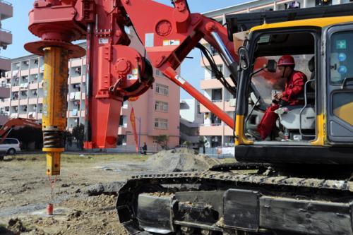 旋挖钻机学徒怎么样三一首款带杆运输旋挖钻机SR165C10