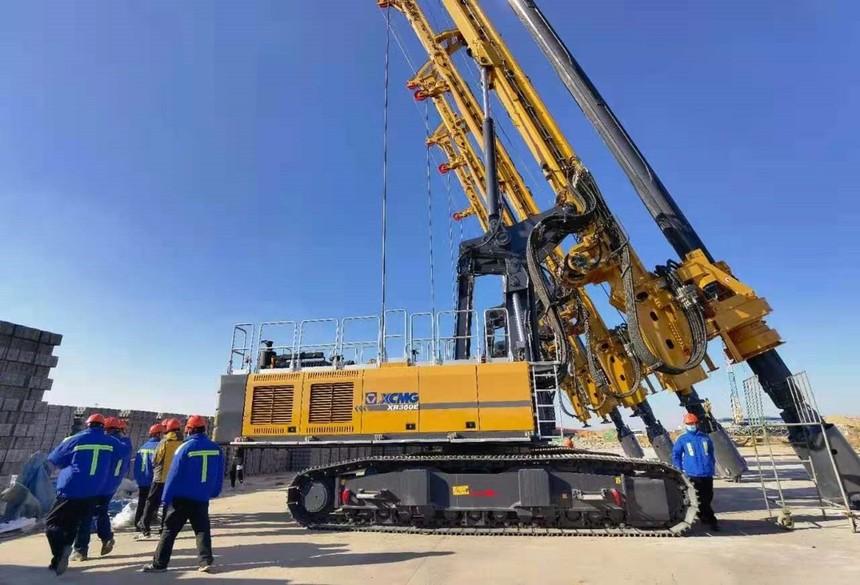 广州增城旋挖钻机培训基地中南大学地质工程专业师生来恒天九五参观学习