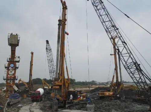 山河智能旋挖钻培训基地旋挖钻机施工中偏孔现象的原因及预防