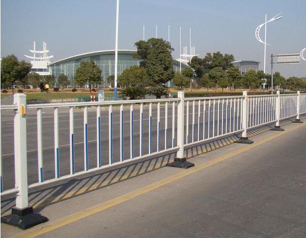 玻璃钢马路护栏.jpg