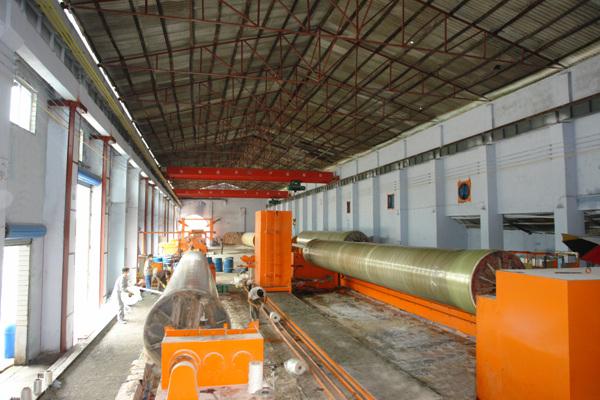 6、大口径玻璃钢管道生产线.jpg