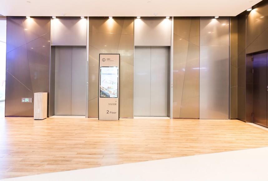 摄图网_500774020_商场电梯(非企业商用).jpg