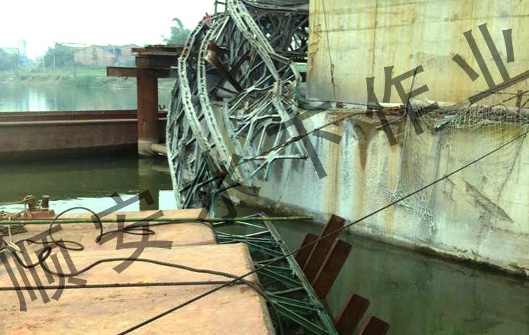 栈桥切割打捞.jpg