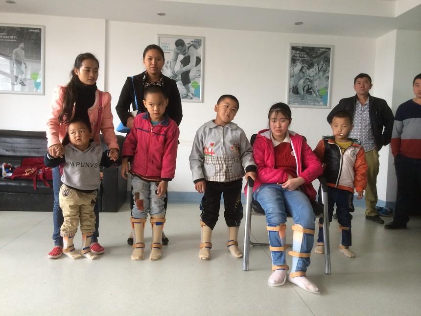 脑瘫儿童下肢矫形器.JPG
