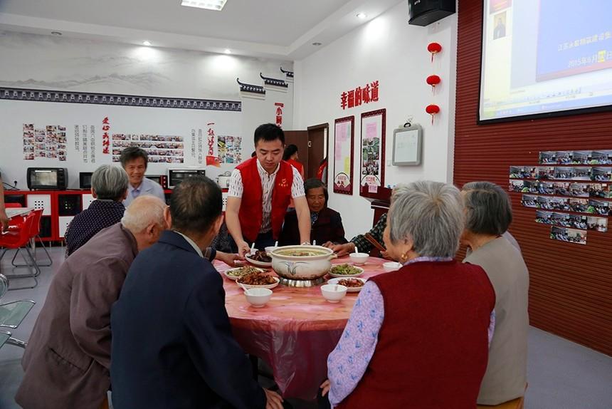"""书院社区举办的空巢老人""""热闹迎端午,开心团圆宴""""活动1.JPG"""