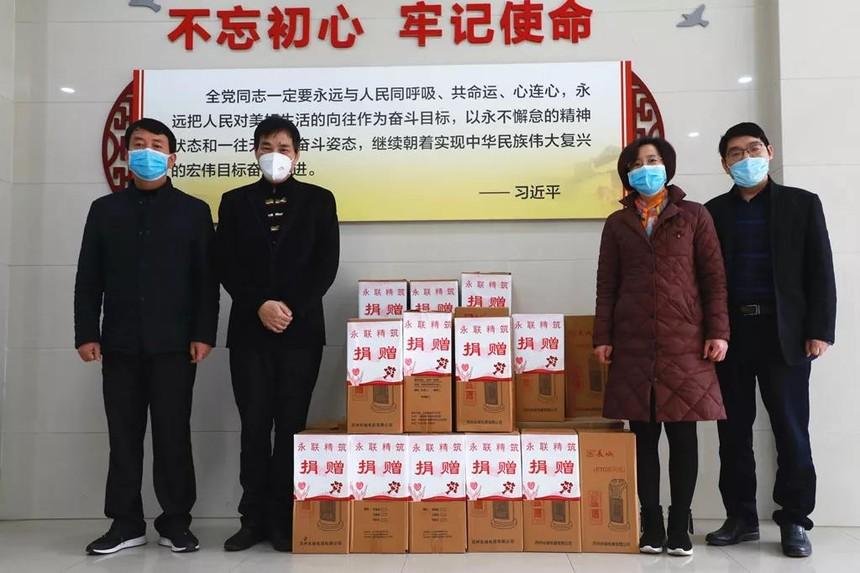 29个取暖器送到防疫执勤卡口 (2).jpg