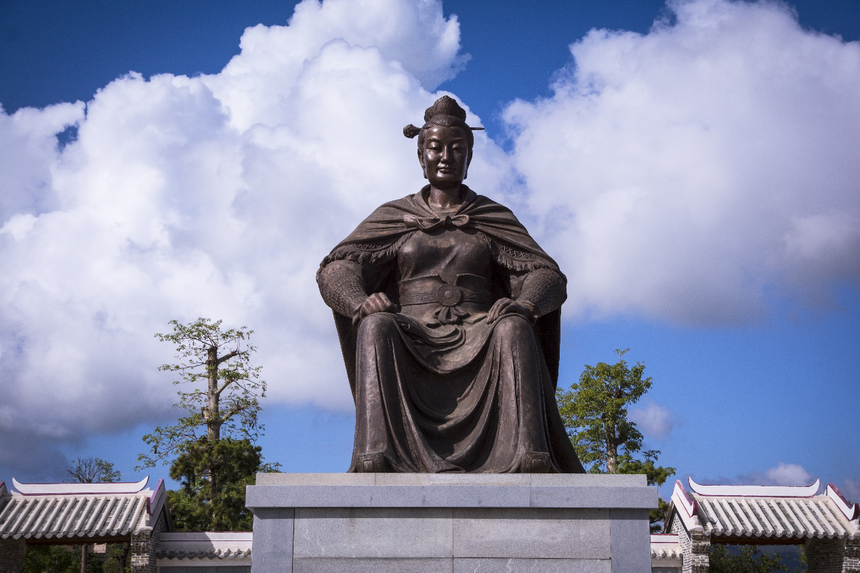 岭南圣母铜像图片.png