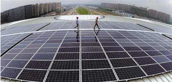 太阳能电厂现场.jpg