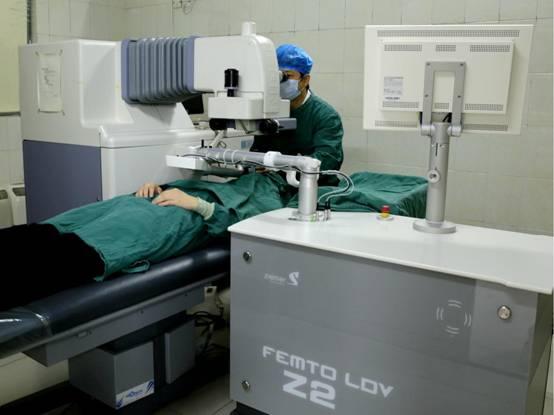飞秒激光近视治疗系统.jpg