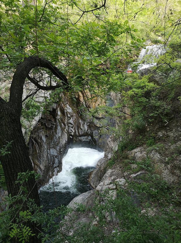 高冠瀑布.png