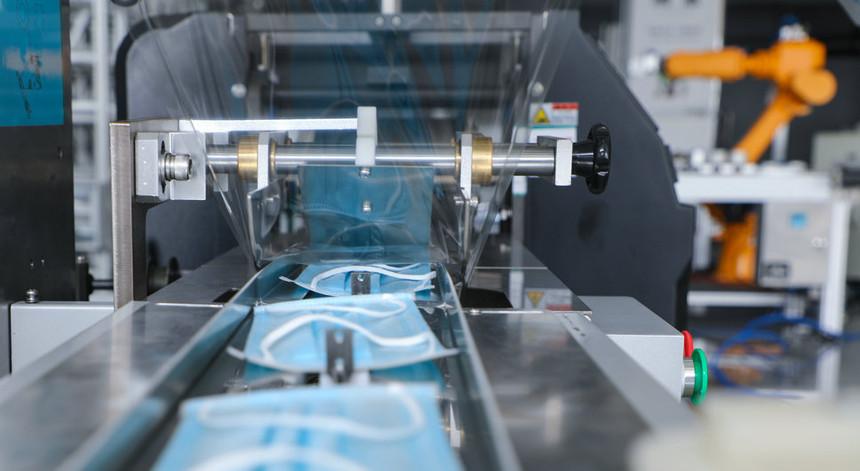 摄图网_501636657_工业设备之口罩包装机(非企业商用).jpg
