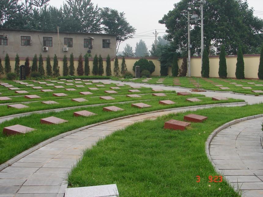 烈士墓区.JPG