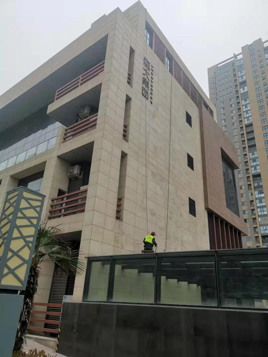 河南森大集团外墙玻璃清洗1.jpg