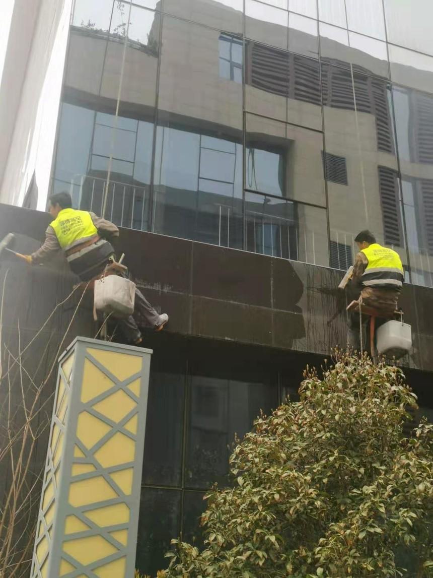 河南森大集团外墙玻璃清洗2.jpg