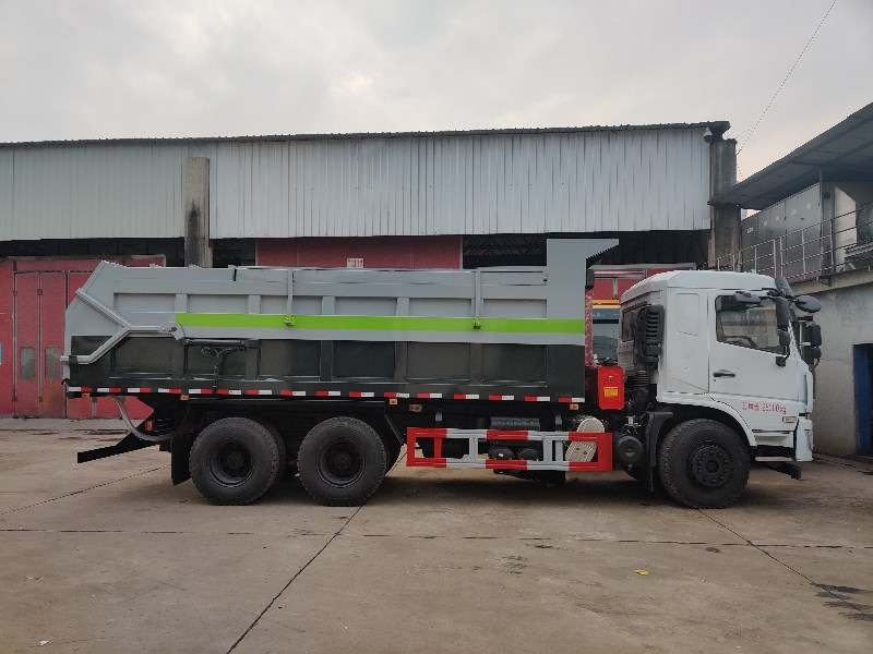 东风新款20吨污泥运输车.jpg