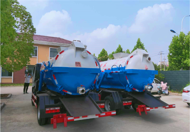 2台5方吸污车 污泥运输车交商丘污水处理厂助力 污水污泥处理