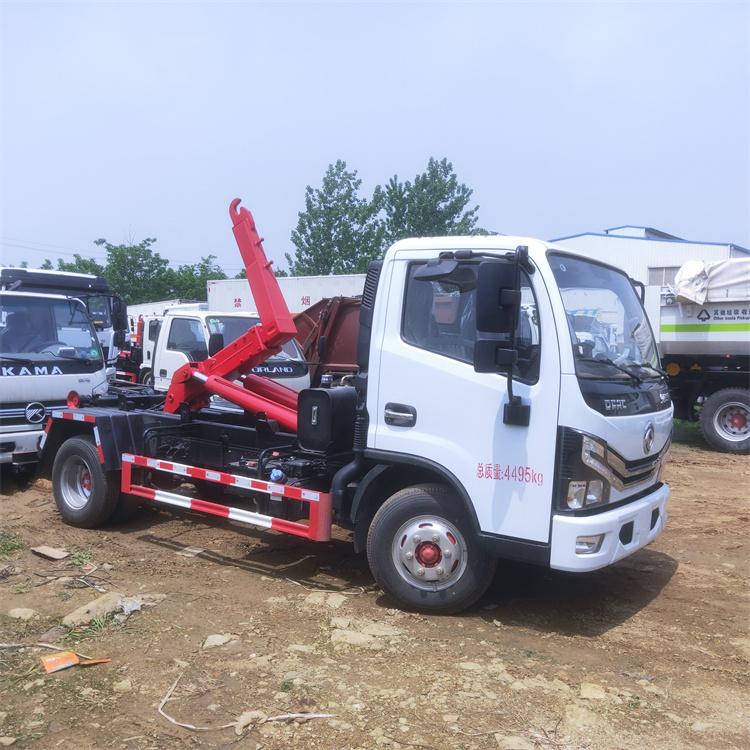 勾臂式垃圾车一次装车,一车可配置多个泥箱,运输能力强,成本低