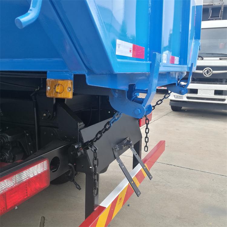 挂桶垃圾车尾部锁紧装置