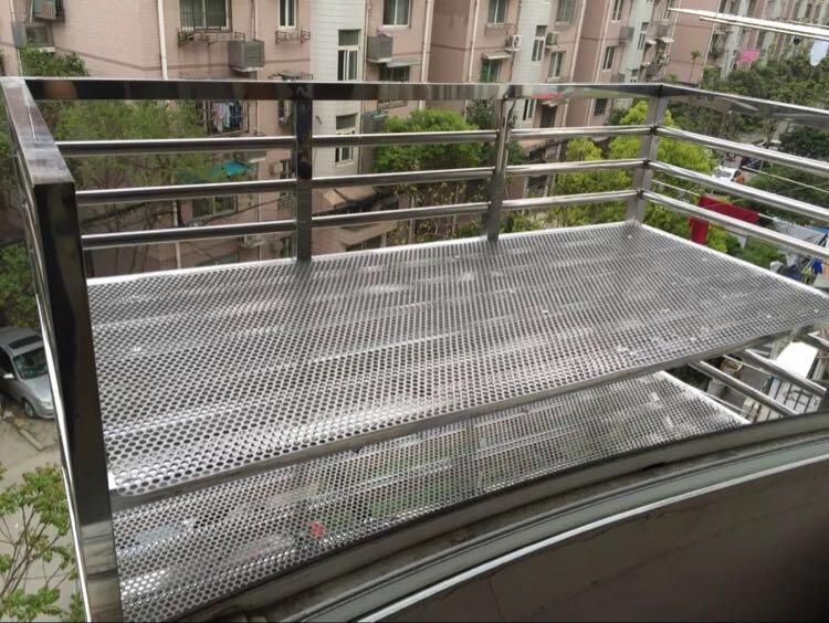 阳台冲孔网托架.jpg