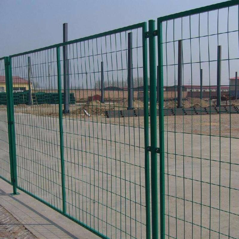 帅金公司供应雄安新区公路护栏网铁丝网围栏现货当天发货当天到达.jpg