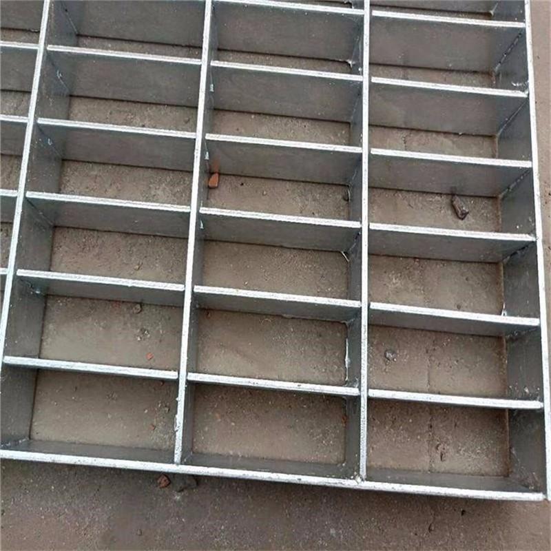 帅金公司热镀锌踏步平台垫板的尺寸.jpg