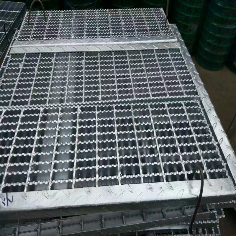 防滑齿形镀锌钢格板现货实力厂家帅金公司9.jpg