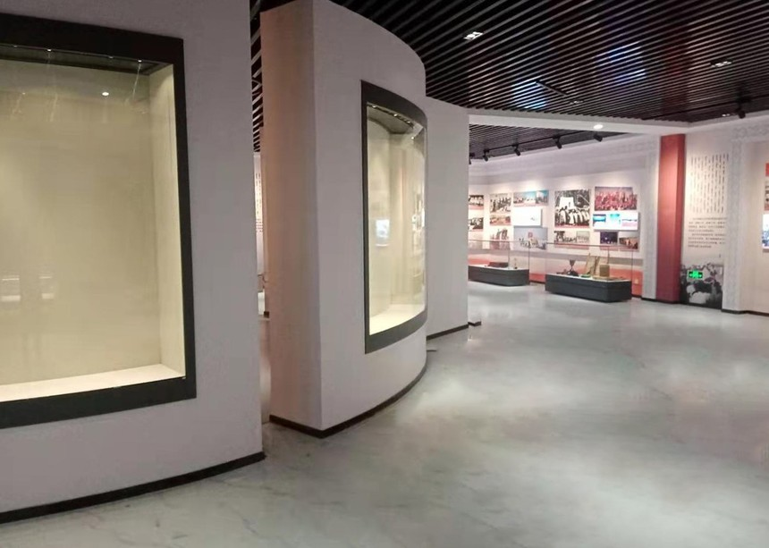 博物館沿墻柜.jpg