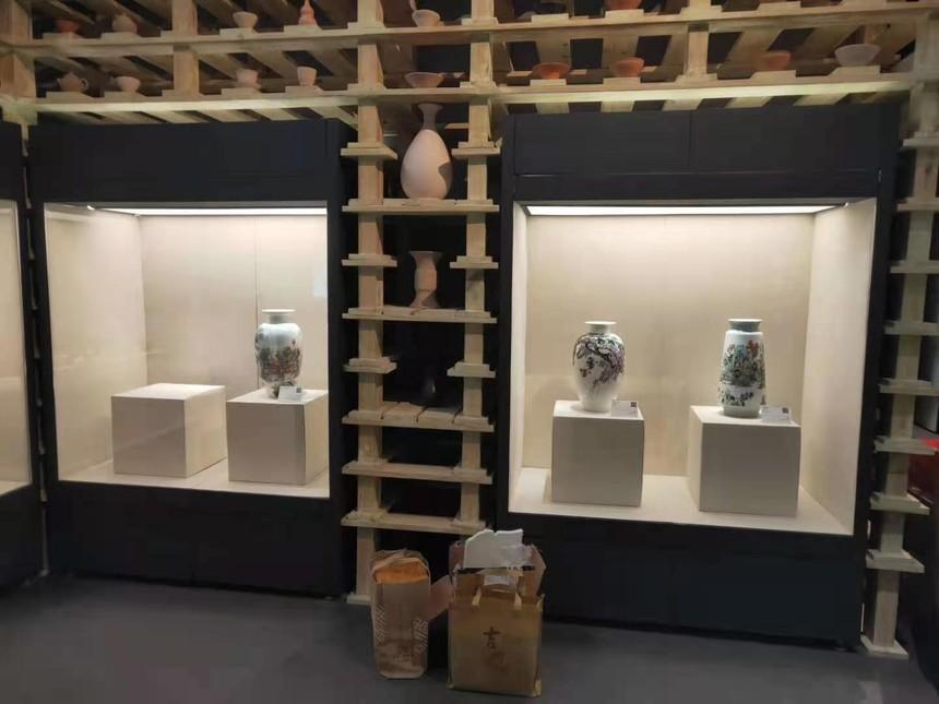 博物館瓷器沿墻展示柜.jpg