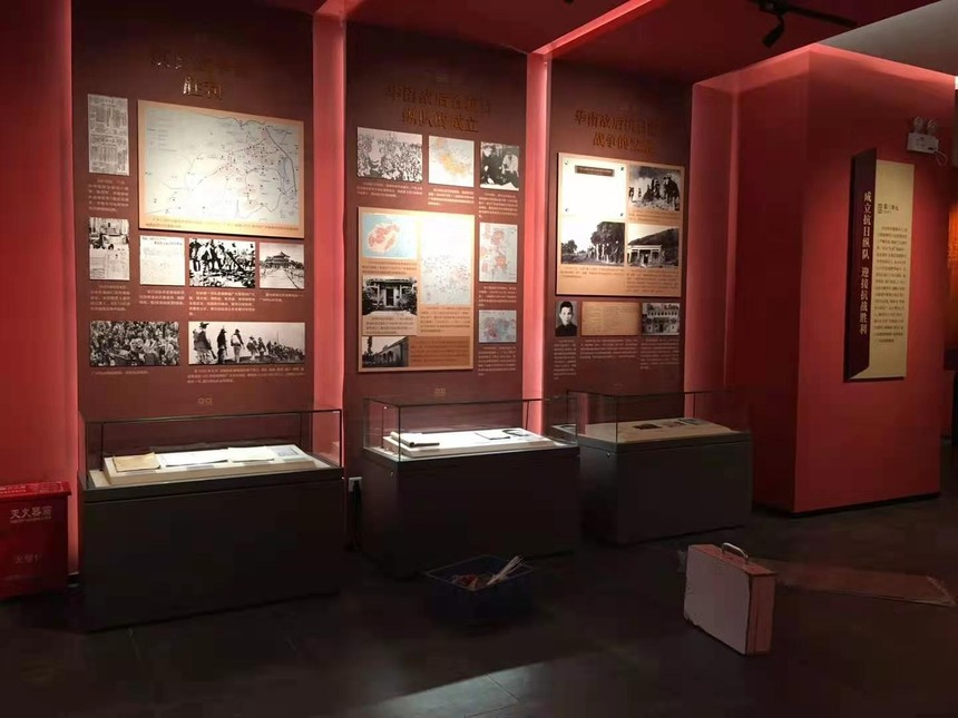 博物館電動升降玻璃展示平柜.jpg