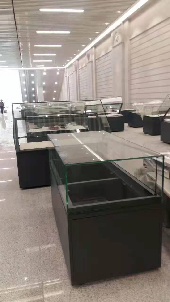 校史館玻璃展示矮柜.jpg