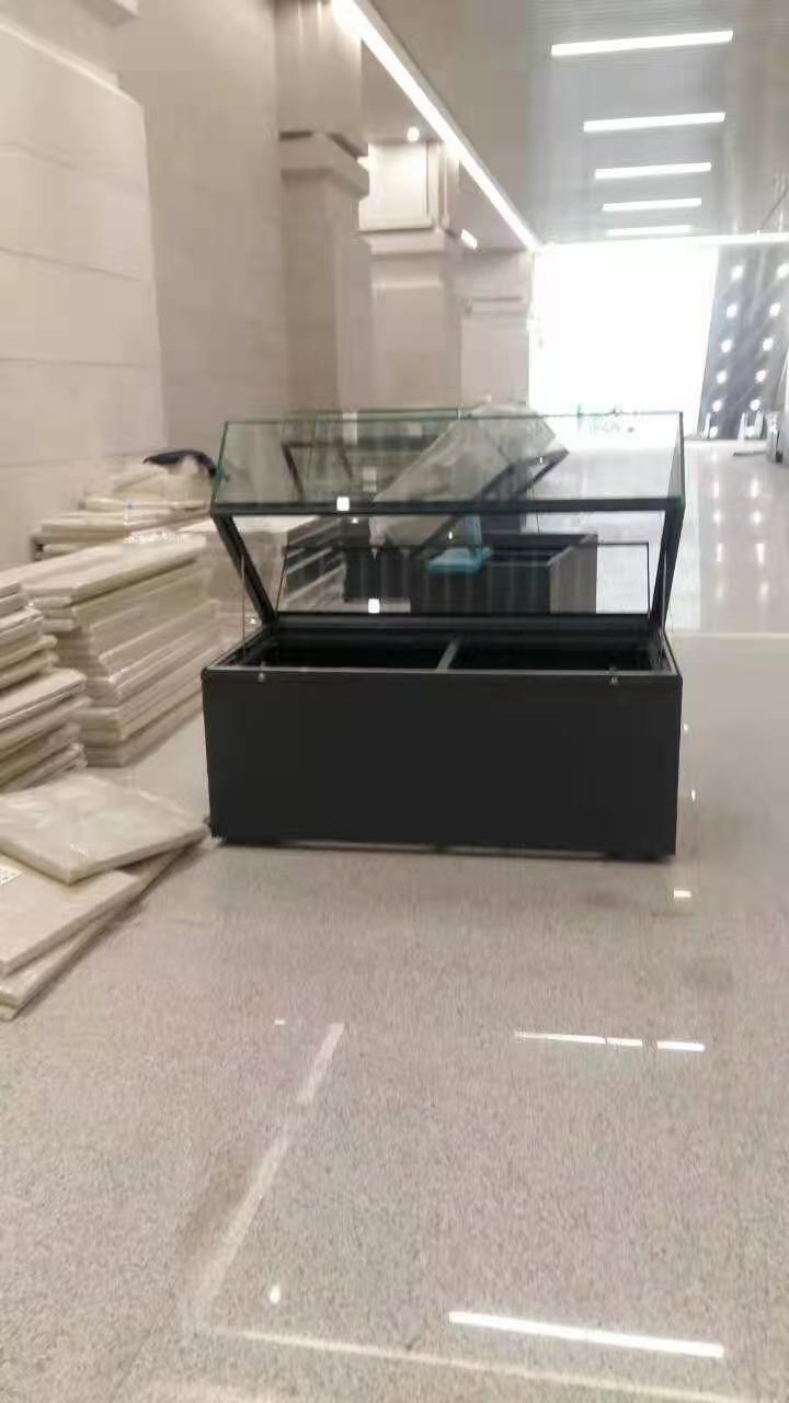 校史館低反玻璃展示矮柜.jpg