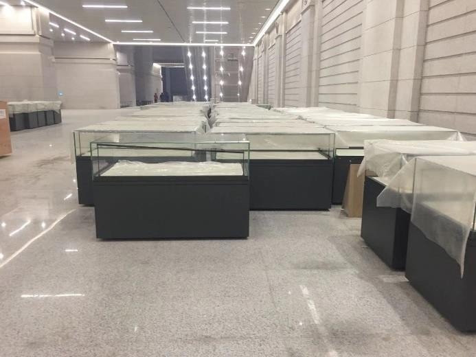 軍事博物館玻璃展示柜.png